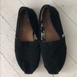 Black Toms size 5 women's